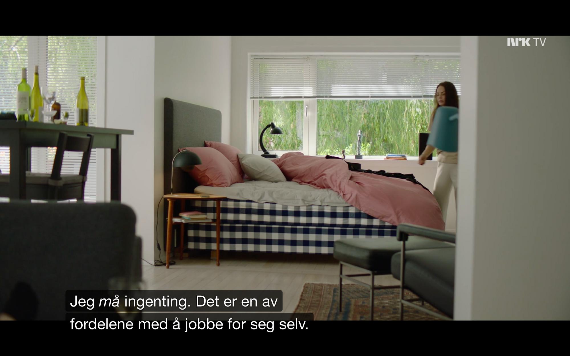 Skjermbilde fra Exit-episode hvor det i tekstingen står: Jeg må ingenting. Det er en av fordelene med å jobbe for seg selv